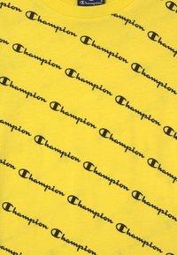 Champion - AMERICAN PASTELS CREWNECK UNISEX - T-shirt imprimé - yellow - 2