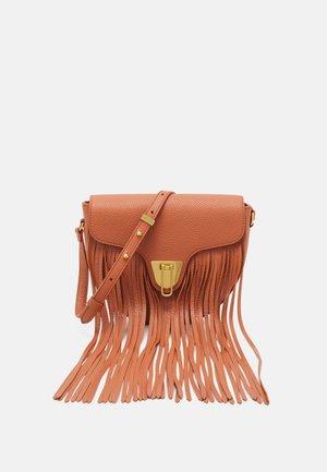BEAT FRANGE CROSSBODY BAG - Across body bag - chestnut