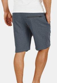 Solid - SWEATSHORTS TARAS - Shorts - blue melange - 1