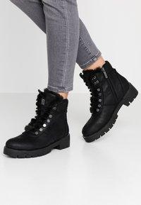 JETTE - Kotníkové boty na platformě - black - 0