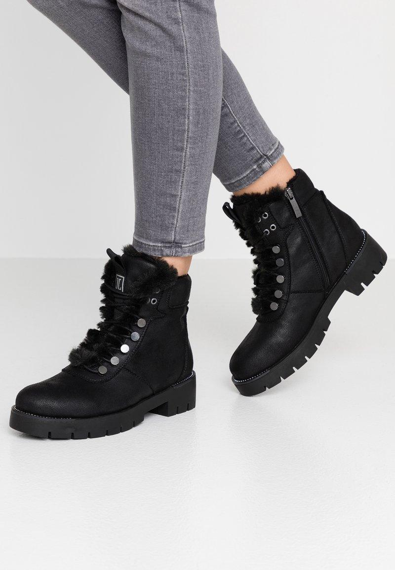 JETTE - Kotníkové boty na platformě - black