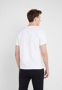 Bricktown - SMALL TAPE - T-Shirt print - white - 2