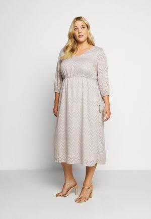 YFAITH ¾ DRESS - Denní šaty - silver scone