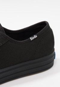 Keds - TRIPLE KICK - Sneakersy niskie - black - 2