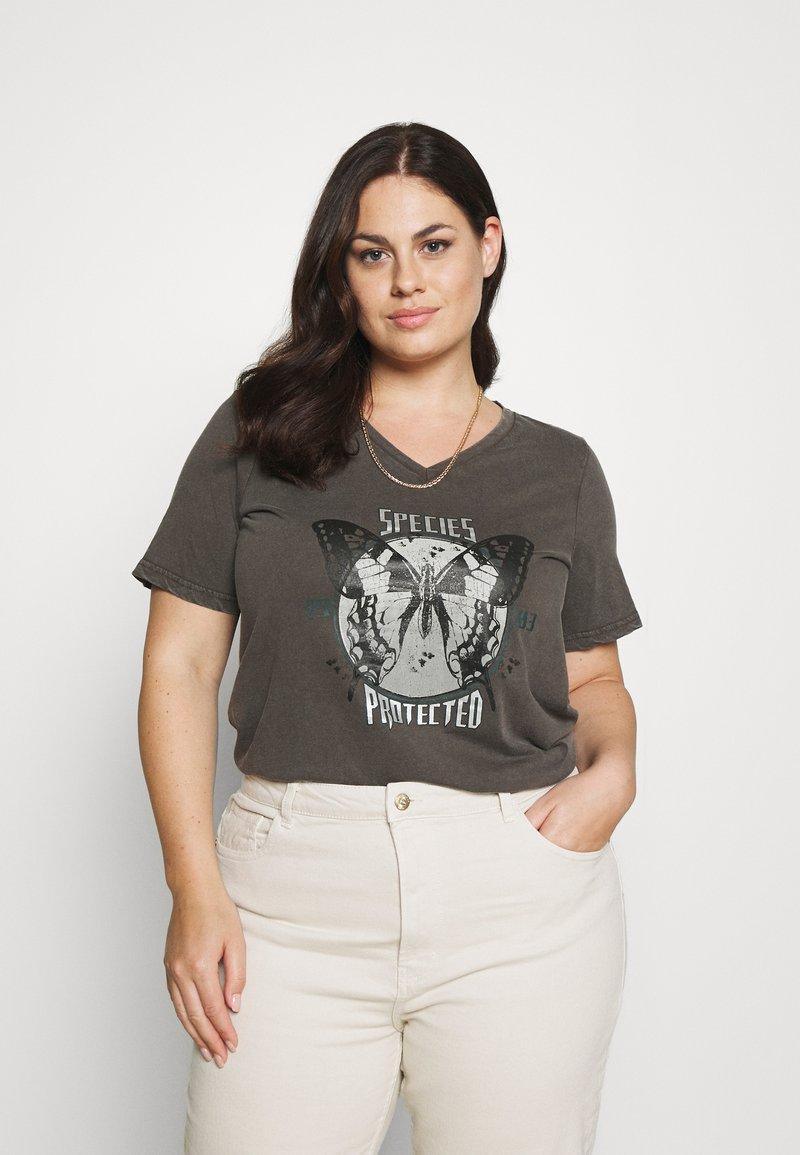 Zizzi - VLILY STRAIGHT TEE - Print T-shirt - dark grey