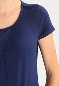 Zalando Essentials Maternity - Print T-shirt - peacoat - 3