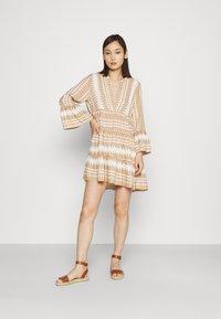 ONLY - ONLNAYA ATHENA DRESS - Denní šaty - indian tan/white - 1