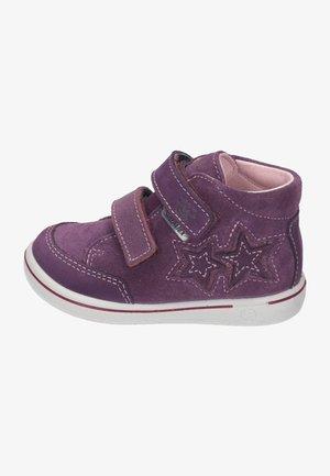 Baby shoes - merlot