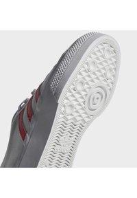 adidas Originals - NIZZA PLATFORM - Baskets basses - ftwwht/sigpnk/ftwwht - 11