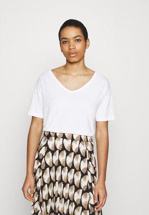 ONLY V-NECK TEE - Basic T-shirt - true white