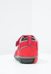Keen - SEACAMP II CNX - Chodecké sandály - racing red/gargoyle - 3