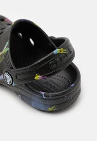 Crocs - CLASSIC OUT OF THIS WORLD - Sandály do bazénu - black - 5