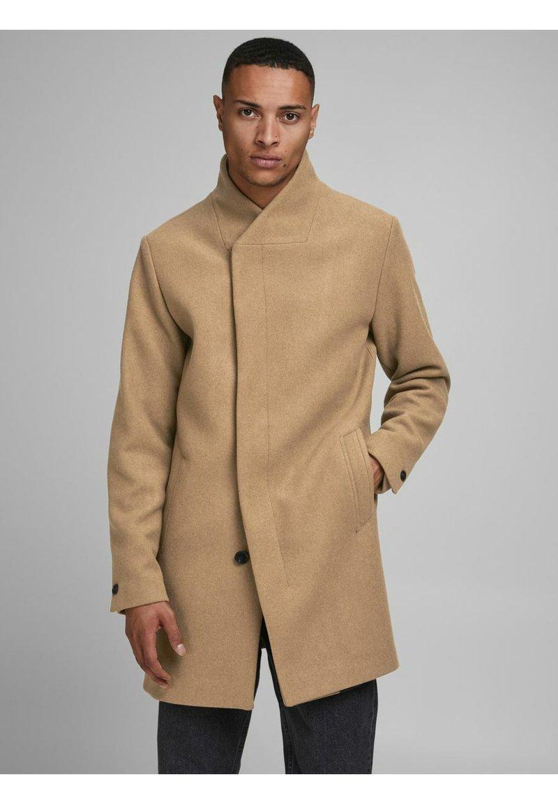 Jack & Jones - JJECOLLUM COAT  - Classic coat - khaki