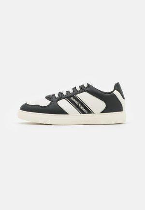 STAN PANEL - Trainers - black/white