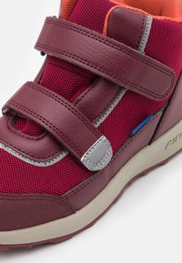 Finkid - KULKU UNISEX - Hiking shoes - persian red/cabernet