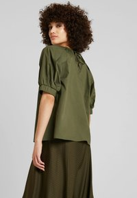 mint&berry - ROUND NECK BLOUSE WITH BALOON SLEEVE - Bluser - olive night - 2
