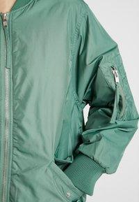 Monki - ELLEN - Bomber bunda - green/dusty orange - 5