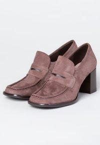 TJ Collection - Classic heels - beige - 3