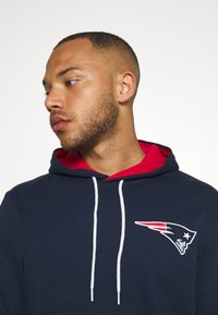 New Era - NFL CHEST TEAM LOGO HOODY NEW ENGLAND PATRIOTS - Club wear - dark blue - 4