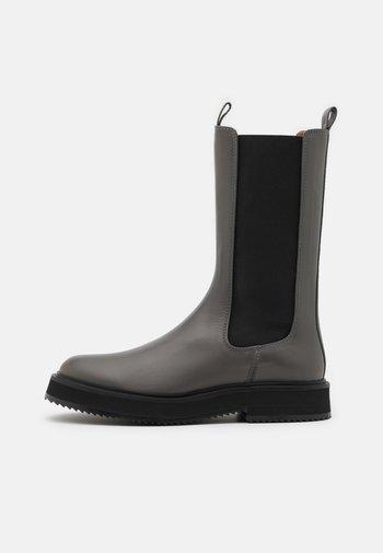 Platform boots - fumo