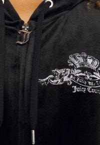 Juicy Couture - ANNIVERSARY CREST  HOODIE - Sweat à capuche zippé - black - 7
