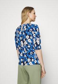 Marks & Spencer London - FLORAL PUFF SLEEV - T-shirts med print - black - 2
