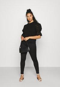 Vero Moda Curve - VMTULIP O-NECK CURVE - Print T-shirt - black - 1