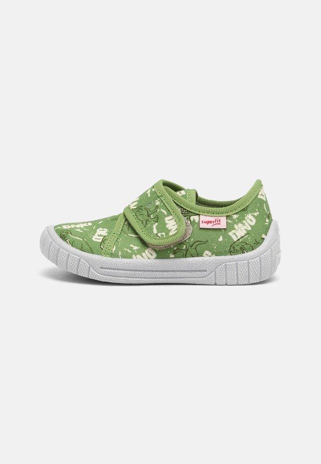 BILL - Domácí obuv - grün