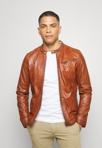 Freaky Nation - EASY JIM - Leather jacket - cognac - 0