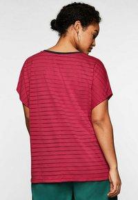 Sheego - Print T-shirt - dunkelpink - 2