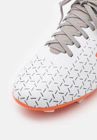Umbro - VELOCITA V PREMIER FG - Moulded stud football boots - white/carrot/frost gray - 5