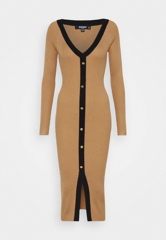 BUTTON THROUGH CARDI DRESS - Gebreide jurk - camel