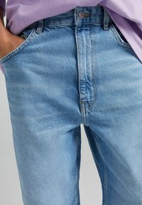 Bershka - TAPERED - Relaxed fit jeans - blue denim - 3