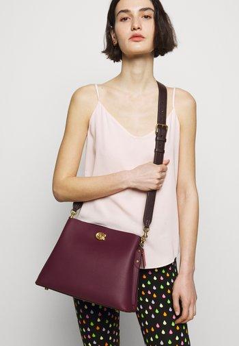 COLORBLOCK WILLOW SHOULDER BAG - Handbag - black/cherry/multi