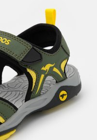 KangaROOS - K-MONT - Chodecké sandály - olive/sun yellow - 5