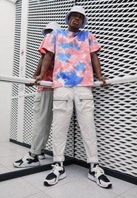 Nike Sportswear - AIR HUARACHE UNISEX - Baskets basses - black/white - 0