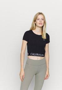 Calvin Klein Performance - SHORT SLEEVE - Triko spotiskem - black - 0