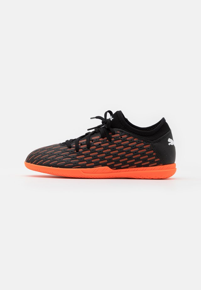 FUTURE 6.4 IT JR UNISEX - Fotbollsskor inomhusskor - black/white/shocking orange