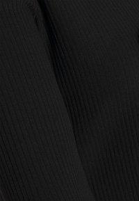 Vero Moda Petite - VMRILEY CROP CARDIGAN - Gilet - black - 2