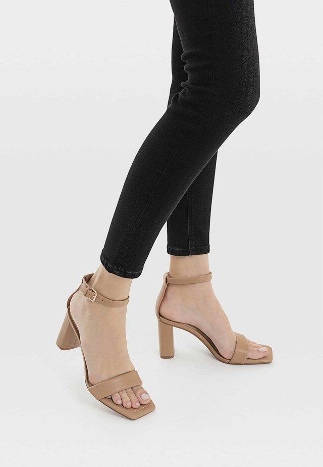 Sandały z cholewką - beige