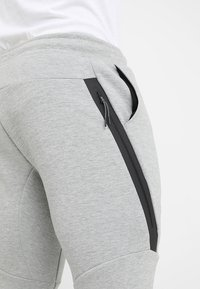 Nike Sportswear - TECH - Trainingsbroek - grey - 5