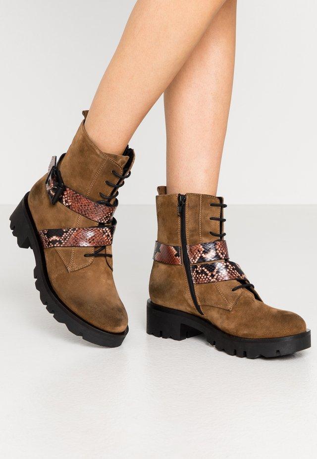 LOREN - Platform ankle boots - cioccolato