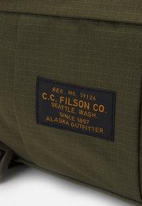 Filson - RIPSTOP COMPACT WAIST PACK UNISEX - Bum bag - surplusgreen - 3