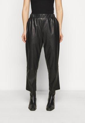 PCSALIMA CROPPED PANTS - Pantaloni - black