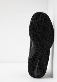 Nike Performance - AIR MAX INFURIATE III LOW - Basketball shoes - black/metallic dark grey/anthracite - 4
