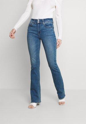 HI-RISE ARTIST FLARE JEANS - Jeans a zampa - super indigo