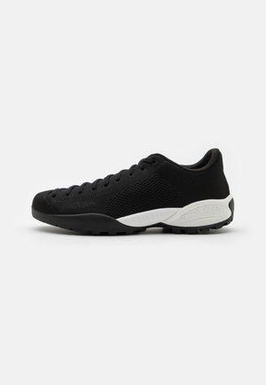MOJITO BIO UNISEX - Hiking shoes - black