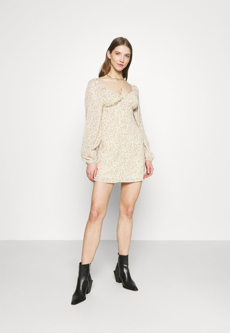 Missguided - FLORAL BUTTON THROUGH SWING DRESS - Kjole - cream