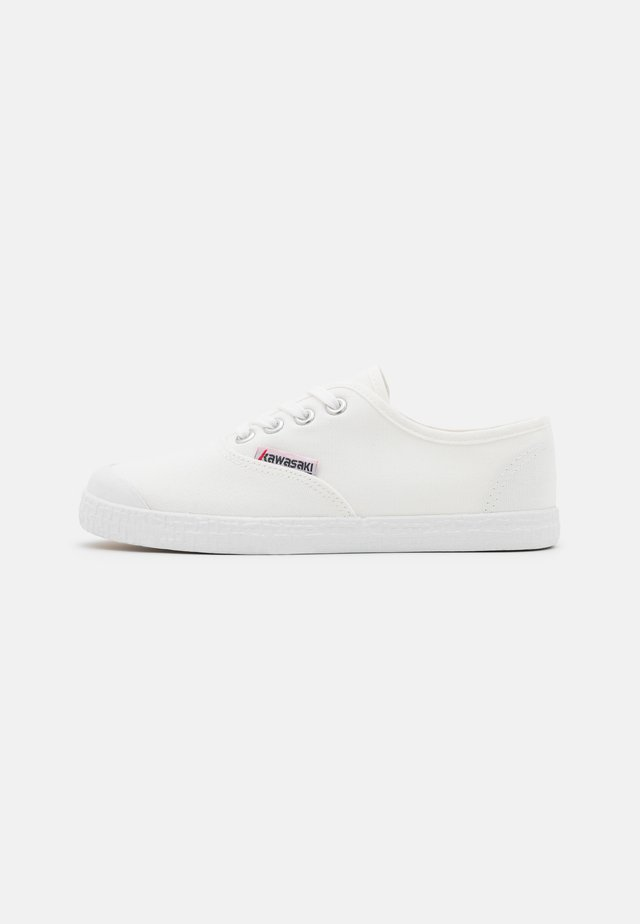 BASE CLASSIC - Sneakersy niskie - white