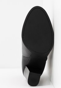 MICHAEL Michael Kors - FRENCHIE BOOTIE - Kotníková obuv na vysokém podpatku - black - 6